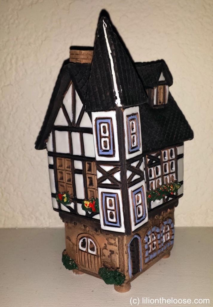 Souvenir Saturday German Porcelain Candle House Lili On